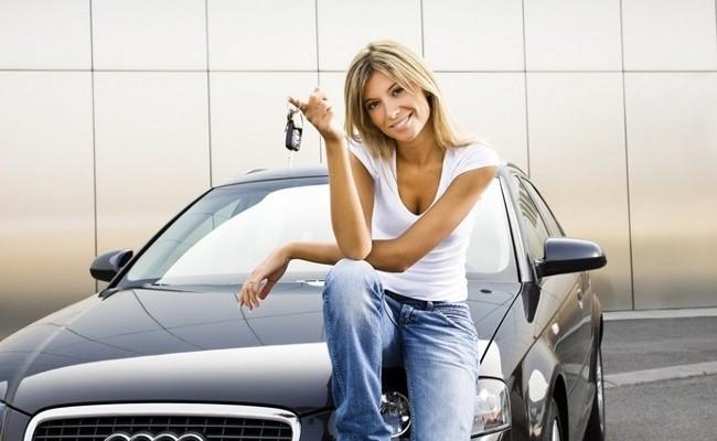 Счастливая обладательница ключей от машины